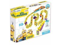 MINIONS (DESPICABLE ME CHARACTERS) DOMINO RUN, delivery available worldwide.
