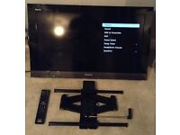"SONY 32"" Bravia LCD Digital Flat Screen TV and Wall Bracket"