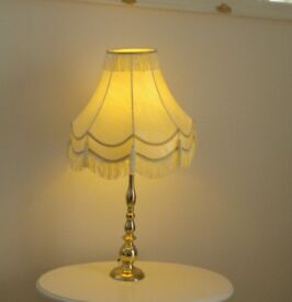 TABLE LAMP. LARGE IN VERY GOOD CONDITION. LED BAYONET BULB. ORIGINAL PLUG FUSE ETC., EXPENSIVE ITEM
