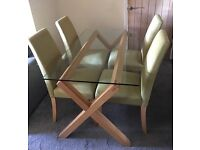 Gorgeous habitat table and 4 chairs, very good condition