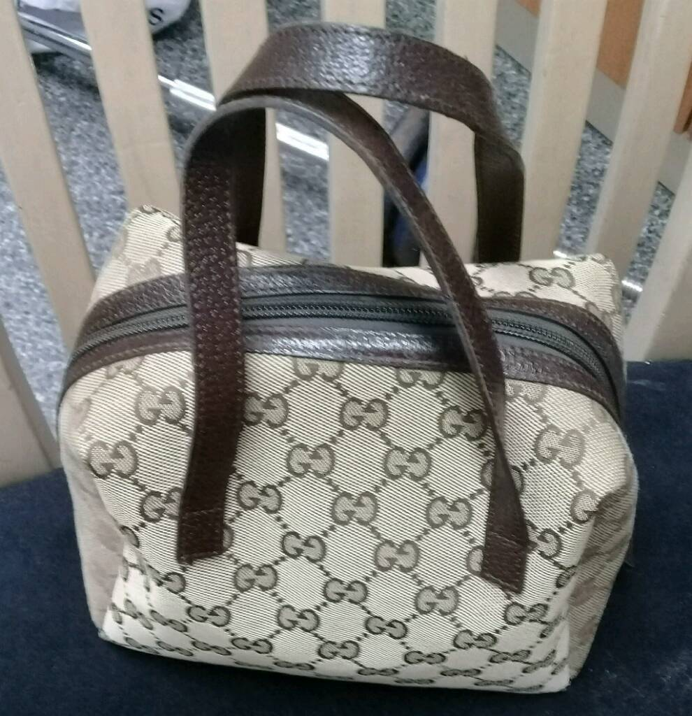 ( Sold out )Authentic small gucci bag