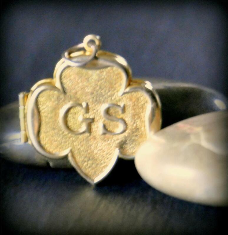 Vintage GS Girl Scout Trefoil Photo Locket Necklace Pendant Charm 14k Gold Plate