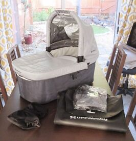Uppababy Vista Carrycot/Bassinet Grey/Silver