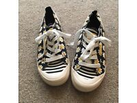 Rocket Dog Daisy trainers size 7