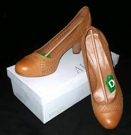 Brand New Womens Size 8 Brown Heels