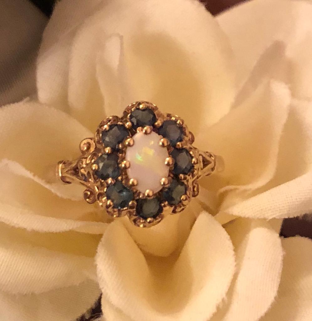 EXQUISITE 9ct GOLD OPAL AND SAPPHIRE CLUSTER RING SIZE L-M