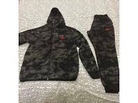NIKE CAMO TRACKSUIT, BLACK & WHITE, SMALL, NEW, HOODIE & BOTTOMS