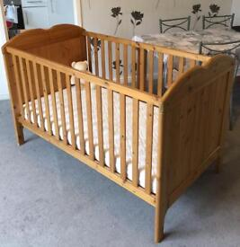 LOVELY Solid Pine COT / BED in EXCELLENT condition + pristine mattress! 3 height settings. RRP £250+