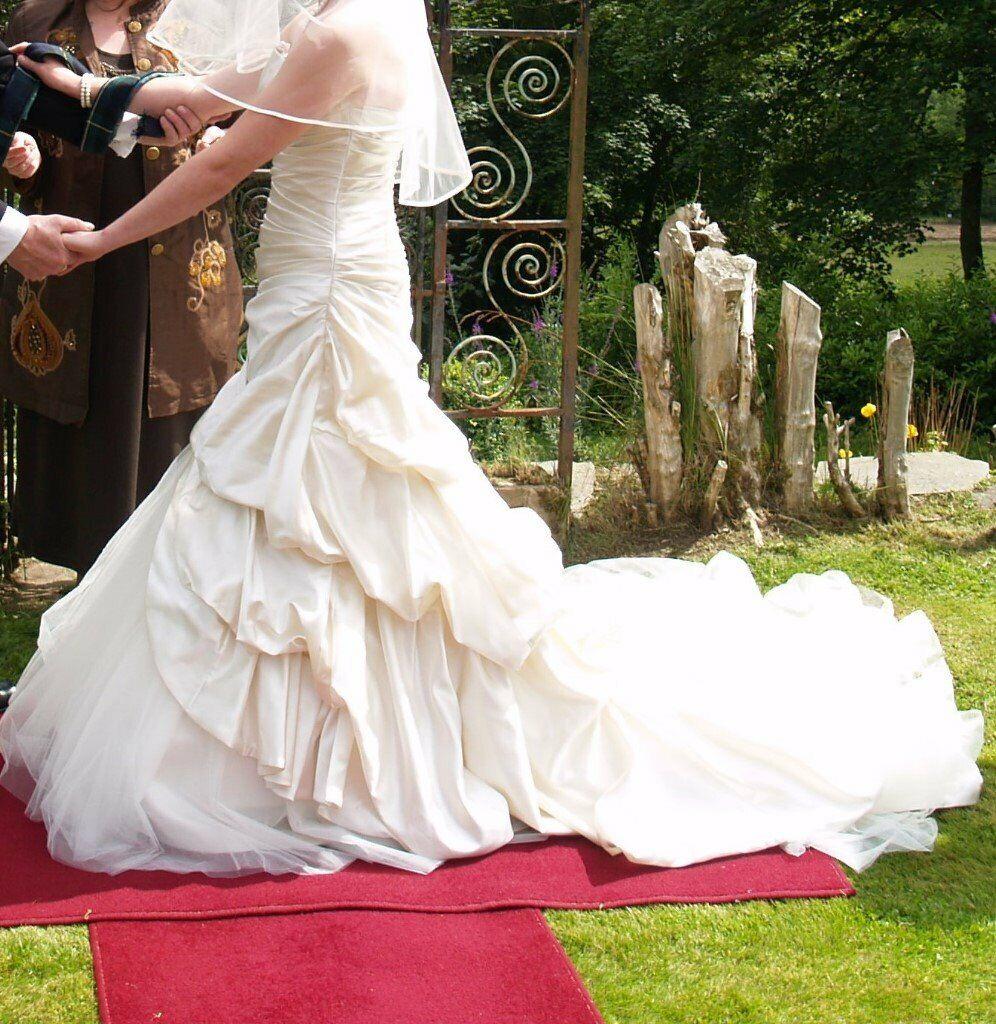 Who Designed Megan S Wedding Dress.Pronovias Megan Dress Size 12 Ivory In Dingwall Highland Gumtree