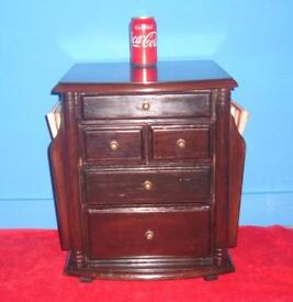VINTAGE SMALL CHEST OF DRAWES & MAGAZINE RACK ALL IN ONE - MAN CAVE COLLECTABLE