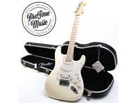 Fender American Deluxe HSS Stratocaster Blizzard Pearl & Fender Hard Case