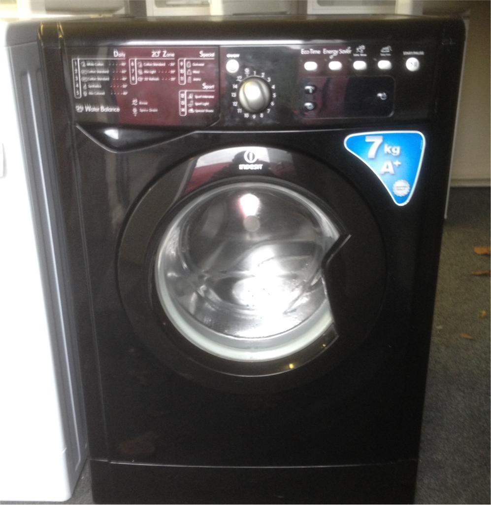 Black Indesit 7 kg,1200 spin washing machine.