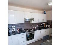 4 BED ROOM AND 1 RECEPTION IN COPPER BEECH CLOSE ILFORD,IG5 0RX , £1800 ,PART DSS WELCOME