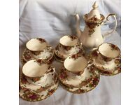 Royal Albert 'Old Country Roses' 5 x Cup, Saucer, Plate & Coffee Pot set