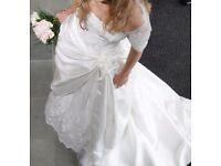 Stunning Designer Wedding Dress for size 8/10 (previously worn).
