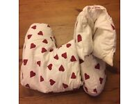 Ladies non-slip duvet botty slippers White with red hearts - Size 4 (LIKE BRAND NEW)