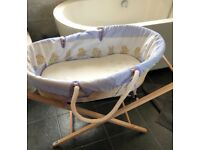 Moses basket with stand and sheets
