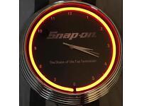 SNAP-ON CLOCK NEON