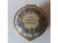 Hand-painted Staffordshire Enamels trinket pill box