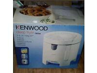 Kenwood deep fryer 1800w DF310 2.3L oil. Btand new still boxed. Unwanted gift.