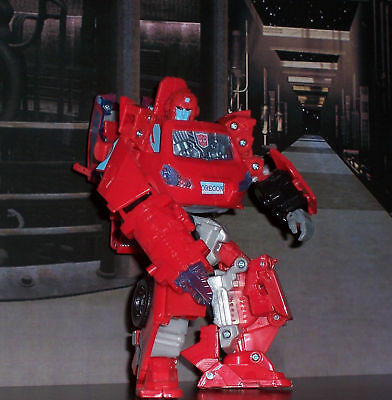 TRANSFORMERS UNIVERSE CLASSICS GENERATIONS IRON HIDE  IRONHIDE FIGURE