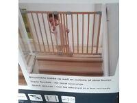 Baby Dan flexi fit wood stair gate