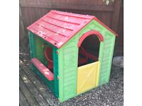 Kids Playhouse including 2 chairs FREE OF CHARGE