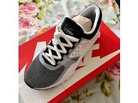 Nike Air max zero essential size uk 12