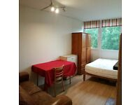 Double room available for single person in Roehampton near Putney. Zone2