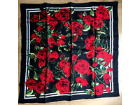 Fantastic Dolce & Gabbana Women's Rose Print Scarf