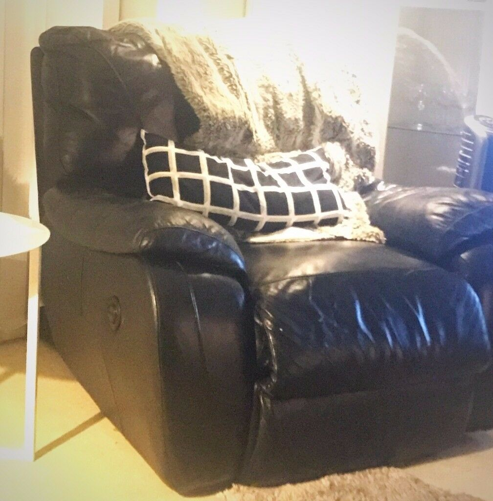 ELECTRIC Recliner single sofa chair -pure leather (originally from dfs) GOOD AS NEW!!
