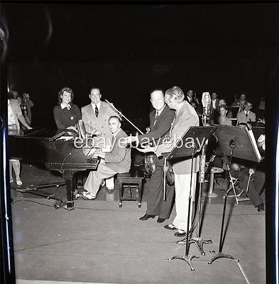 ww2 radio  PHOTO jack benny jascha heifetz violinist candid by john florea RE115