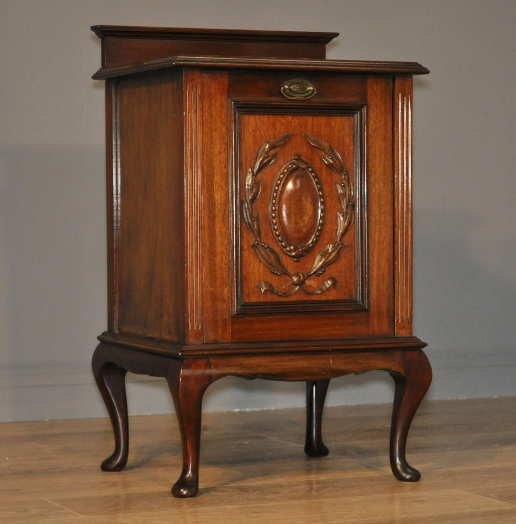 Attractive Small Antique Victorian Carved Mahogany Purdonium Coal Scuttle