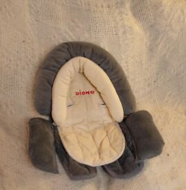 Baby head and body support for car seat