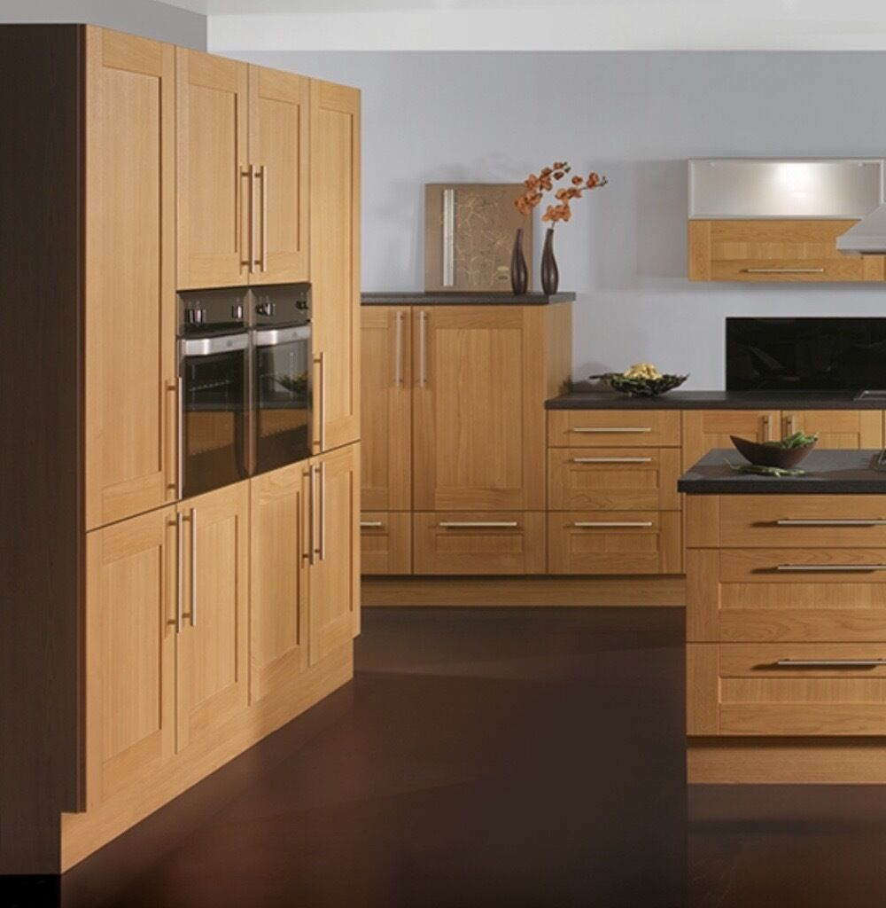 Modern solid oak kitchen in sheldon west midlands gumtree for Kitchen cabinets gumtree