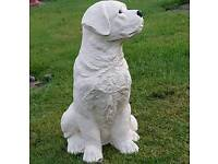 Labrador dog in cast stone : garden ornament