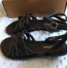 New black sandals size 6