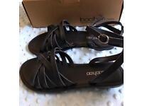 New black sandals size 6