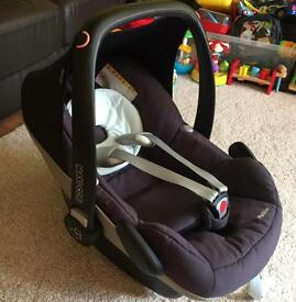 Maxi-cosy pebble car seat with family iso fix base