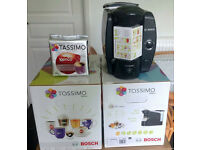 Tassimo T40 Coffee Machine in Excellent condition + Pack of 16 Coffee Pods
