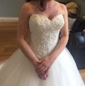 Beautiful ivory wedding dress size 8