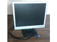 3 monitors / Samsung / Dell / monitor