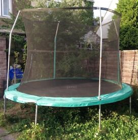 10' trampoline with safety netting and tie down kit - good condition