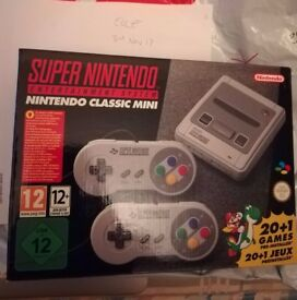 OFFICIAL NINTENDO SNES MINI CONSOLE WITH 2 CONTROLLERS BRAND NEW