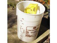 Large plastic bucket 5 litre fermenting bin no lid