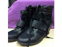 AFFORDABLE SHOEware, sneekers, boots, bags