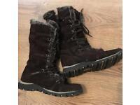 Skechers furry boots, dark brown size UK 6