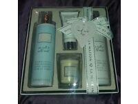 Bayliss & Harding Toiletries Gift Set. Bath & Shower Creme, Body Cleanser, Hand Cream & Candle