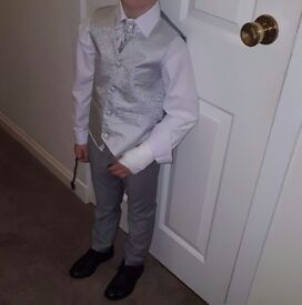 Kods suit and shoes