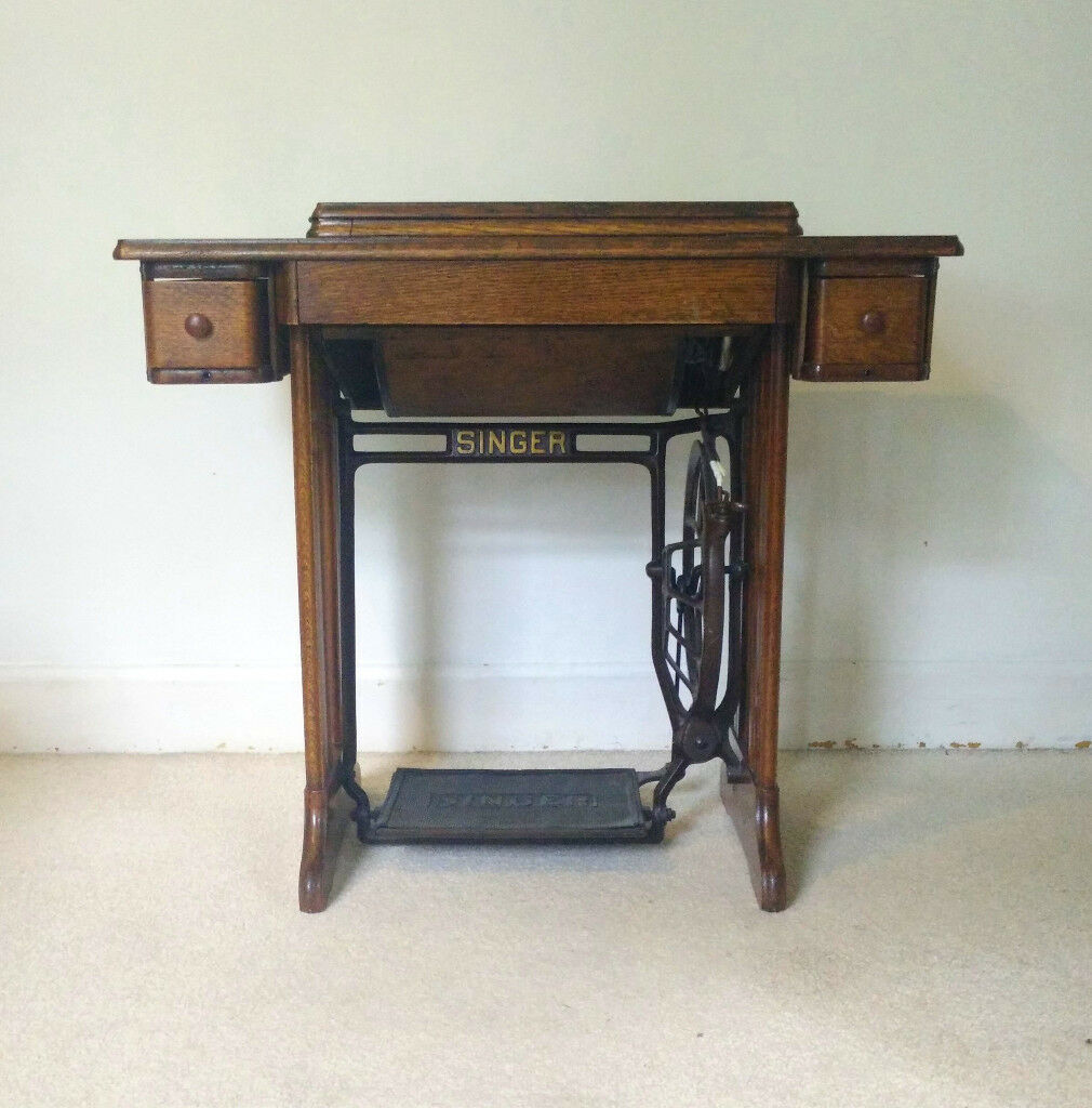 Vintage Singer Sewing Machine And Table   Great Upcycle Or Restoration  Project!